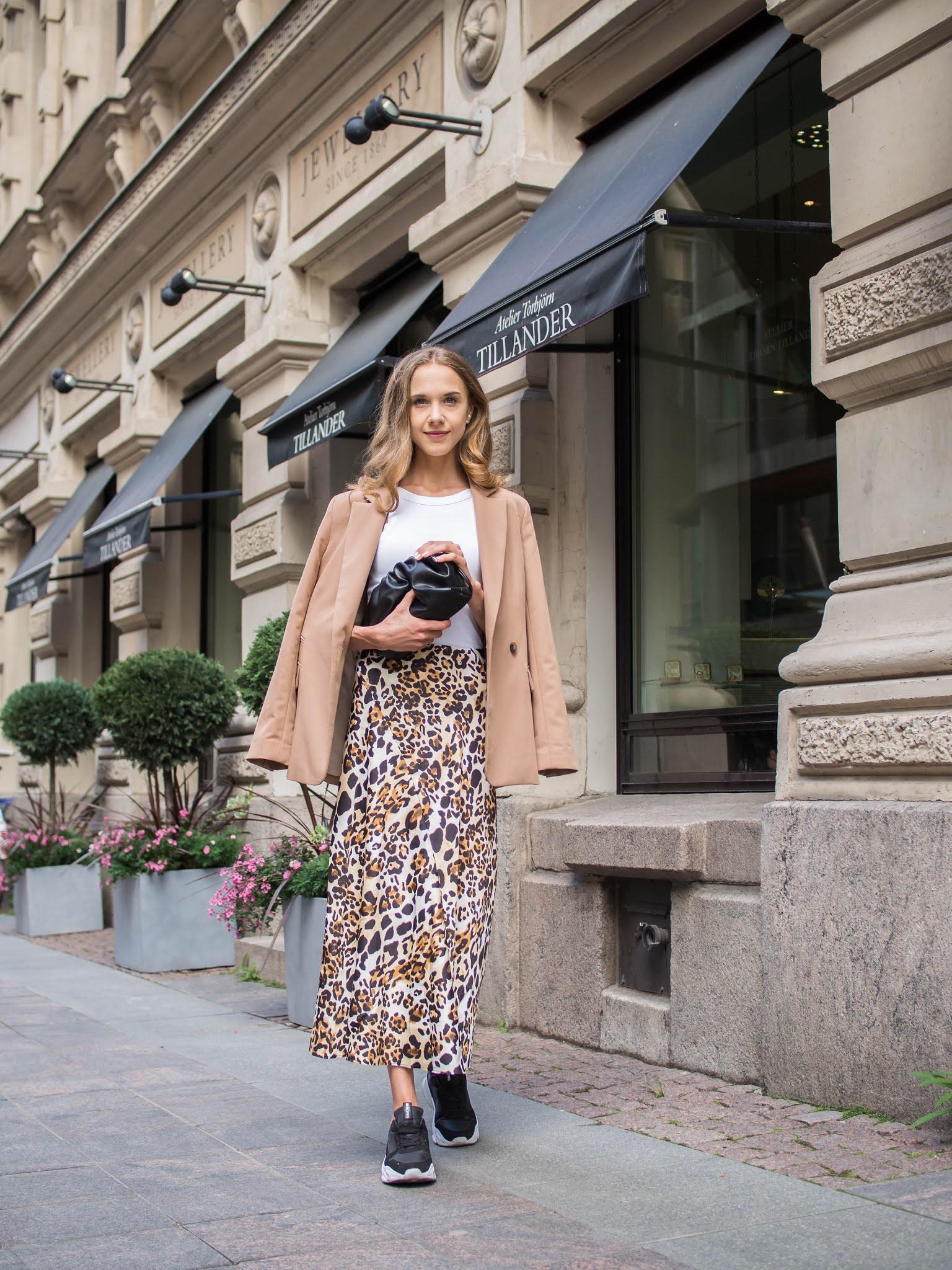 Leopard print satin skirt outfit inspiration - Leopardikuvio, satiinihame, asuinspiraatio, muoti, bloggaaja