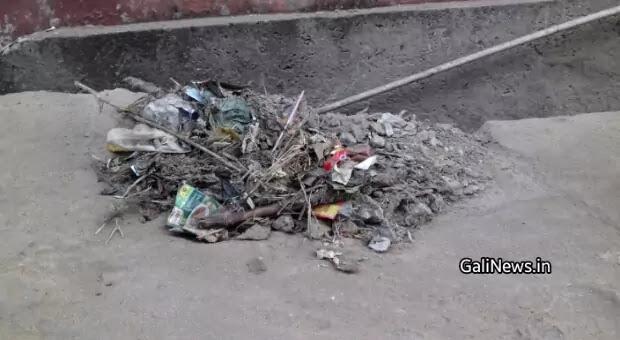 रायगढ़: महासफाई अभियान के नाम पर निगम ने कई दिनों तक रखा घरों के आगे नाली का ढेर, मोहल्लेवाशी परेशान