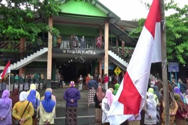 Upacara HUT Kulon Progo, Pedagang Pasar Wates Kenakan Pakaian Adat