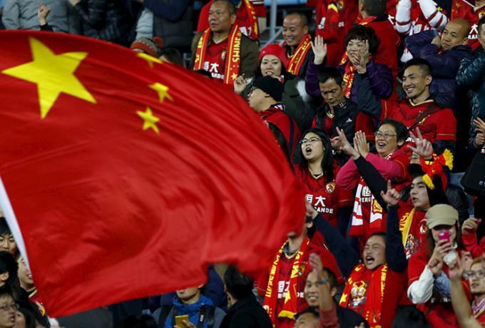 Κλείνουν όλα τα γήπεδα στην Κίνα