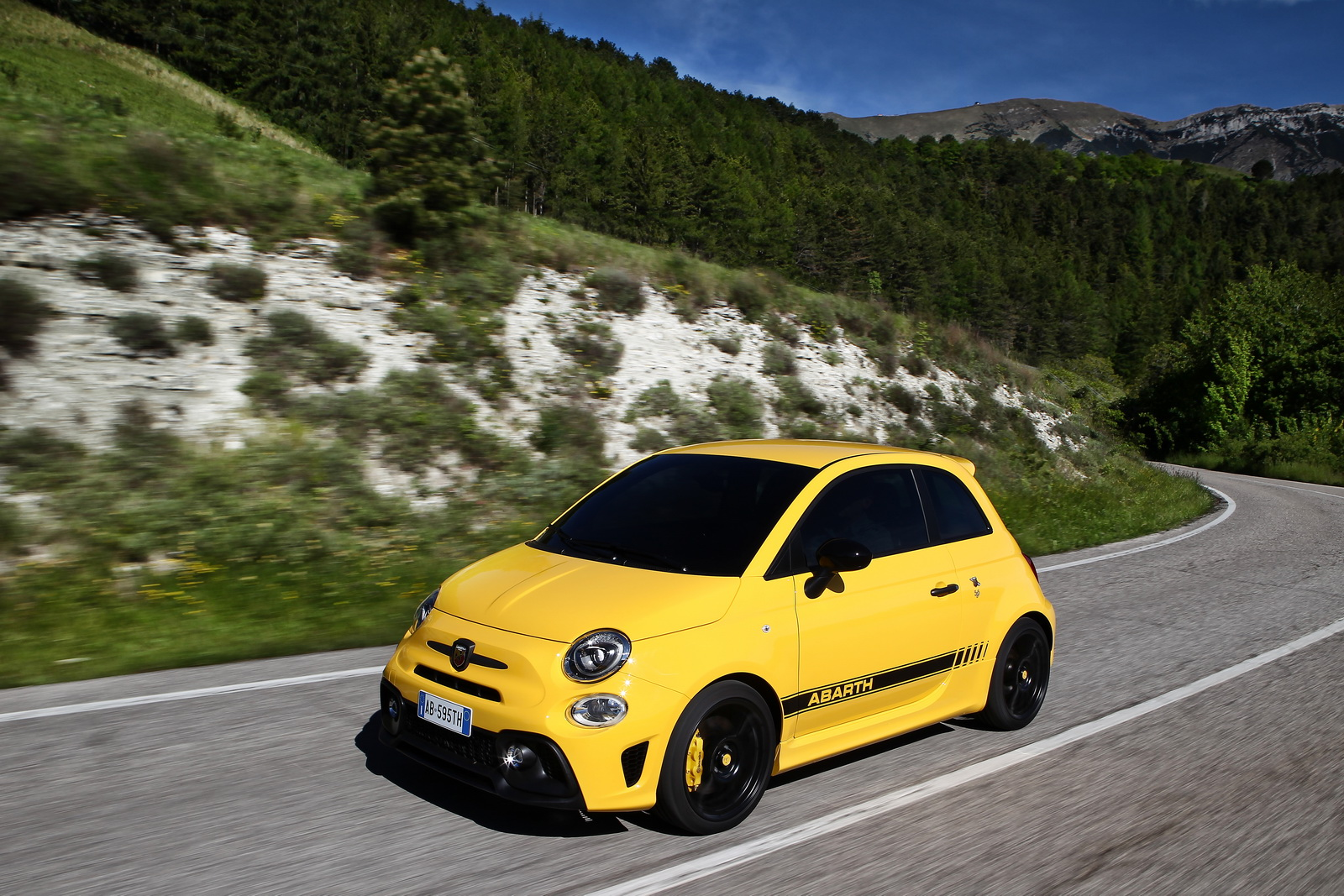 new abarth 595 launched in europe with as much as 177hp. Black Bedroom Furniture Sets. Home Design Ideas