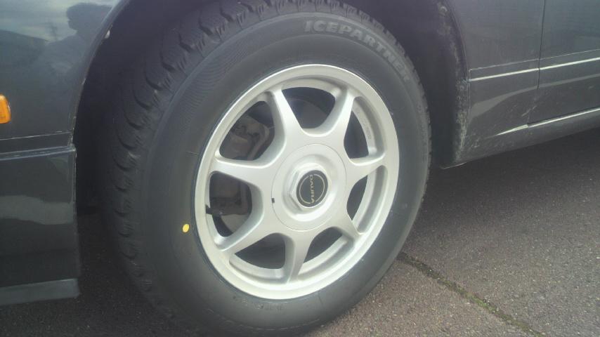 スタッドレス タイヤ 雨 滑り やすい