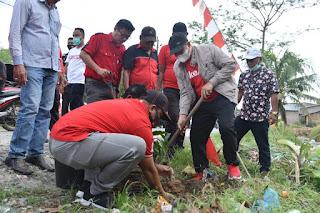 HUT Ke 48, DPC PDIP Batu Bara Tanam Ribuan Pohon