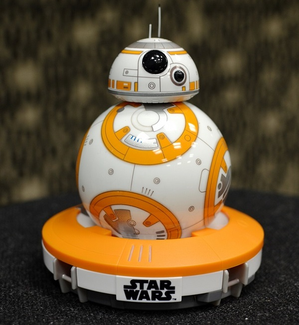 Sphero BB-8 bisa dikatakan sebuah mainan karena fungsinya yang memang  menghibur. Tapi lebih dari sekadar mainan biasa 7e98c6b5b9