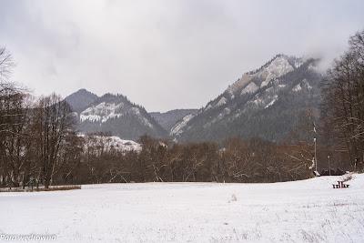 Trzy Korony oglądane z polany w Czerwonym Klasztorze