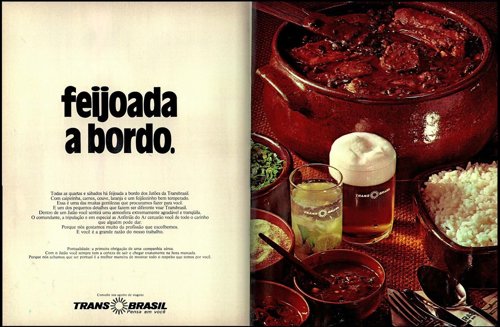 Propaganda antiga da Transbrasil veiculada em 1974 com feijoada no serviço de bordo