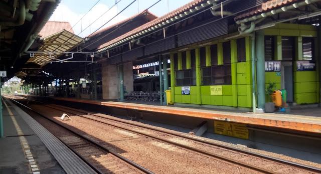 stasiun kereta pi gambir stop beroperasi