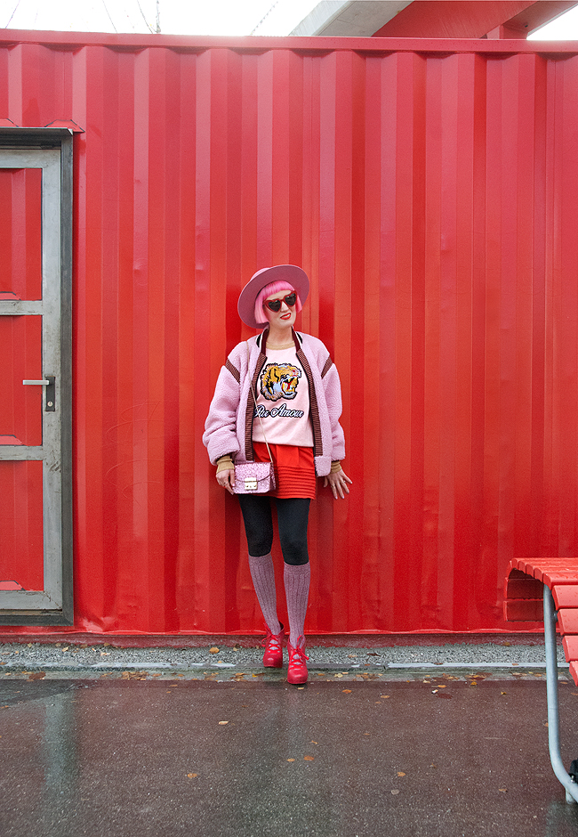 swiss fashion blogger, pink hair, winter look