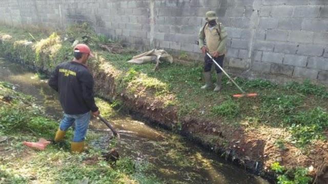 Satgas Citarum Sektor 21-01 Bersihkan Aliran Sungai Cimande Sepanjang 100 Meter