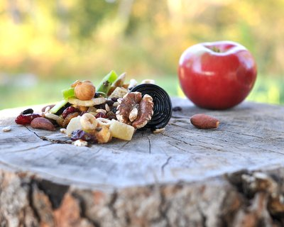 Healthy Trail Mix, another DIY portable snack for hikers, hunters and road trips ♥ KitchenParade.com, a healthy mix of nuts and dried fruit, bulked up with low-sugar Cheerios. Vegan. Great for Meal Prep.