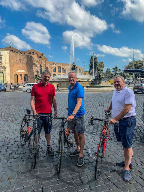 Cycling in Rome guided excursions carbon road bike rental