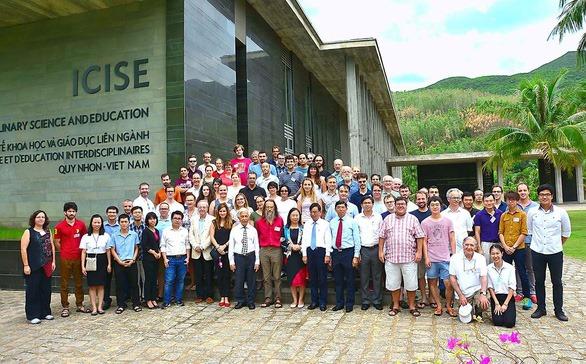 Mời GS Trần Thanh Vân mở trung tâm khoa học: Hứa miễn tiền đất nay lại đòi nợ