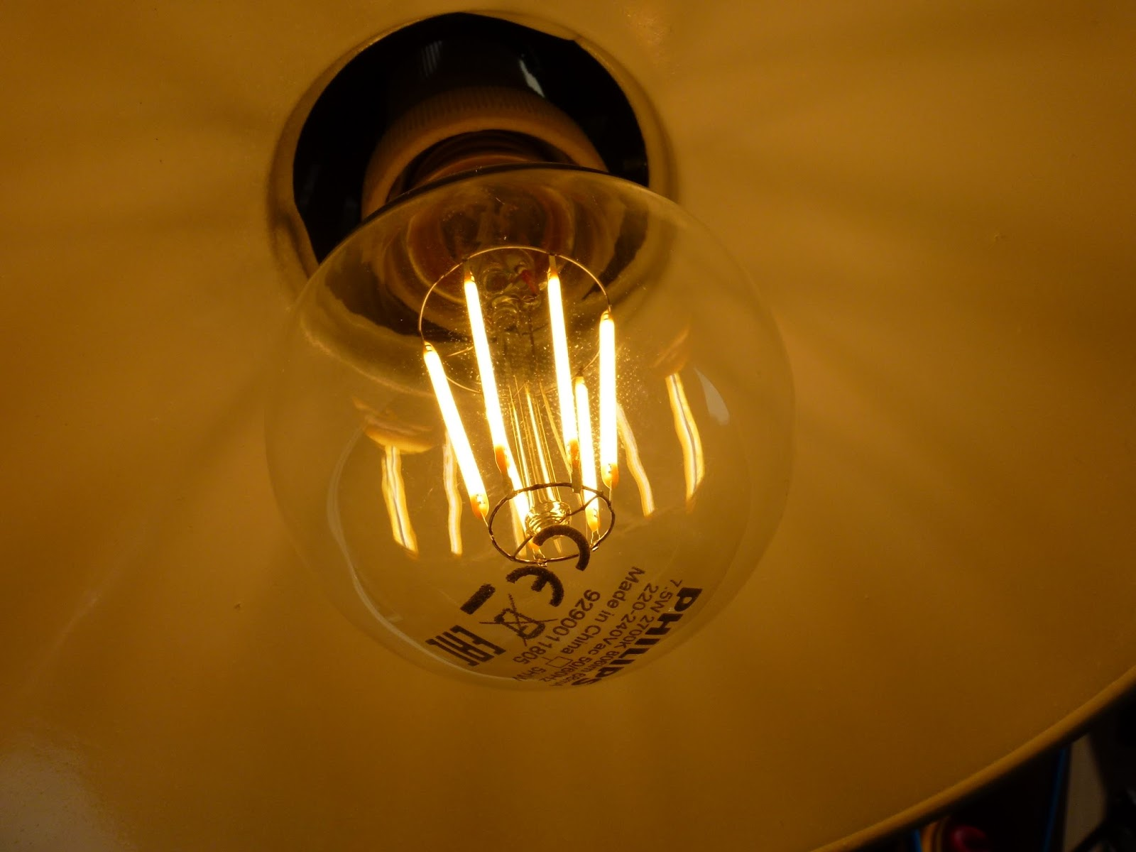 Anton\'s Funkperlen: Keine Funkstörungen durch LED-Leuchtfaden-Lampe