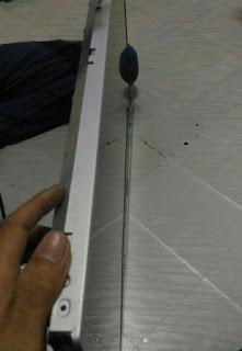 Cara membuka penutup panel LED TV