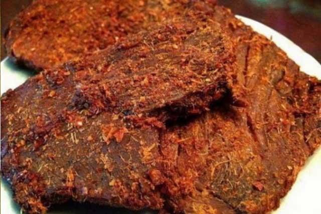 Bò khô là món ăn khoái khẩu của nhiều thực khách