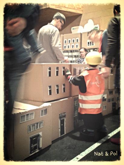 dzieci budują miasto