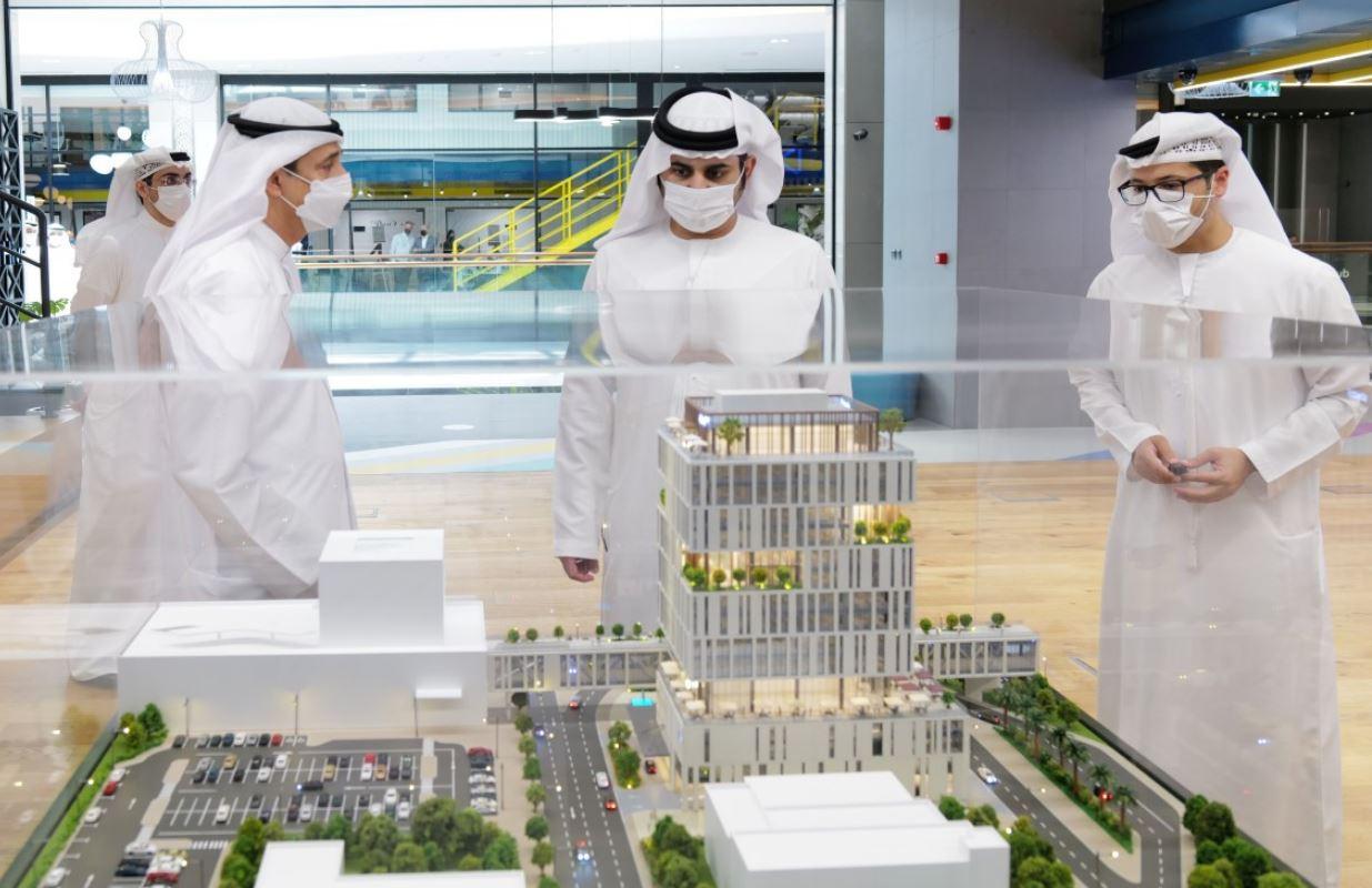 """مكتوم بن محمد يدّشن مركز """"إنوفيشن هب""""بمشاركة شركات الابتكار العالمية"""