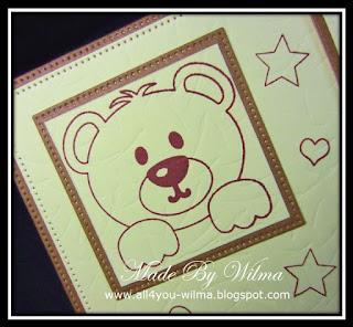 Een close-up van een gestempelde beer. A close-up of a stamped bear.