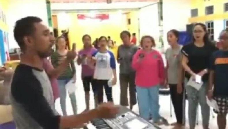 Viral! Video Merdunya Paduan Suara Gereja Lantunkan Selawat Islam di Papua