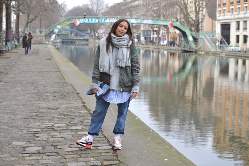 Look femme - streetwear chic et inspiration coupe large dans une tenue féminine