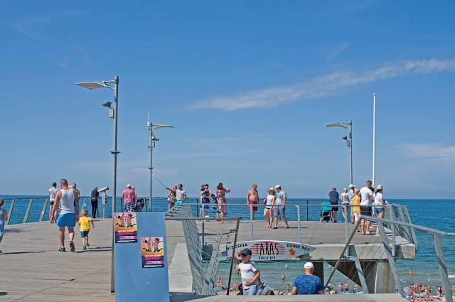 taras widokowy w Rewalu, widok na plaże i morze