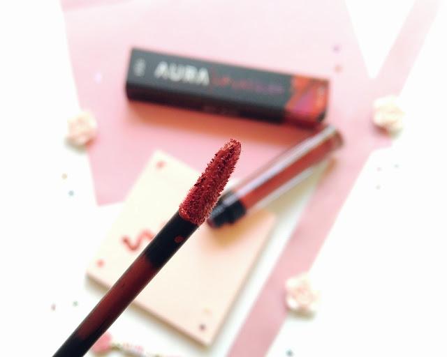 aplikatorLVF Aura Lip Lacquer pipih dan kokoh