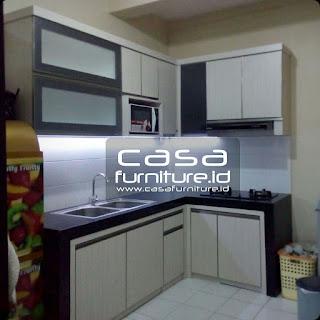Kitchen set Kalideres dengan tempat microwave dan lampu hias
