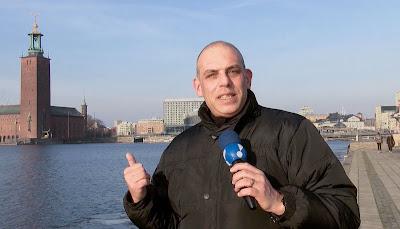 O correspondente Luciano Jr. visita a Suécia para mostrar como funciona a política no país - Crédito/Foto: Divulgação/ RedeTV!