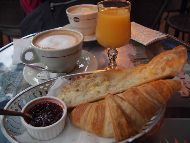 Where is fatboy paris galeries lafayette for Set petit dejeuner porcelaine