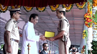 मुख्यमंत्री कमलनाथ के हस्ते बालाघाट पुलिस अधीक्षक अभिषेक तिवारी पुरूस्कृत