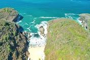 Pantai Wohkudu : Pantai Pribadi diantara Dua Tebing