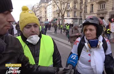 Spectaculaire : Des Gilets Jaunes rencontrent Alain Finkielkraut sans l'agresser ! Capture