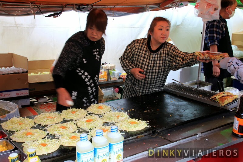 Puesto callejero de Okonomiyaki en el Parque Ueno