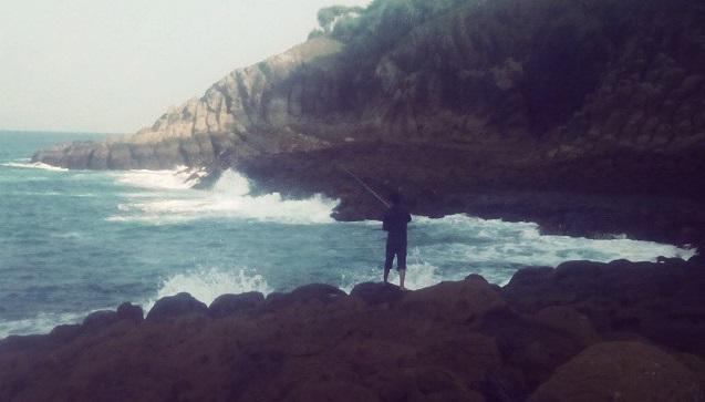 spot-memancing-pantai-botorubuh