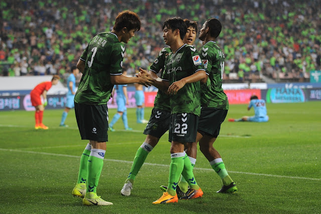 Jeonbuk Hyundai Motors' Kim Min-jae celebrates his late equaliser and first career goal with assist maker Kim Jin-su
