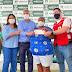 Prefeitura e Cruz Vermelha entregam cartão-alimentação às famílias assistidas pelos Cras