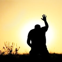 Hombre reverenciando a Dios