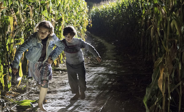 Millicent Simmonds and Noah Jupe in A QUIET PLACE (2018)