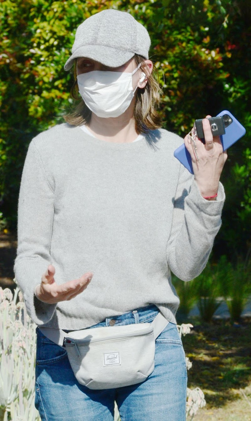 Calista Flockhart Wearing Mask Outside in Santa Monica 18 May -2020