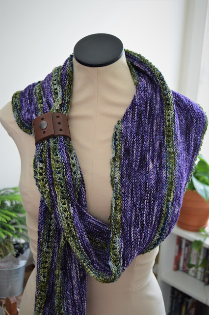 Garter stitch triangular shaped shawl which uses short rows for shaping.