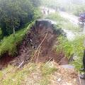 Jalan Amblas di Desa Tanak Beak Batukliang Utara Akibat Hujan Deras