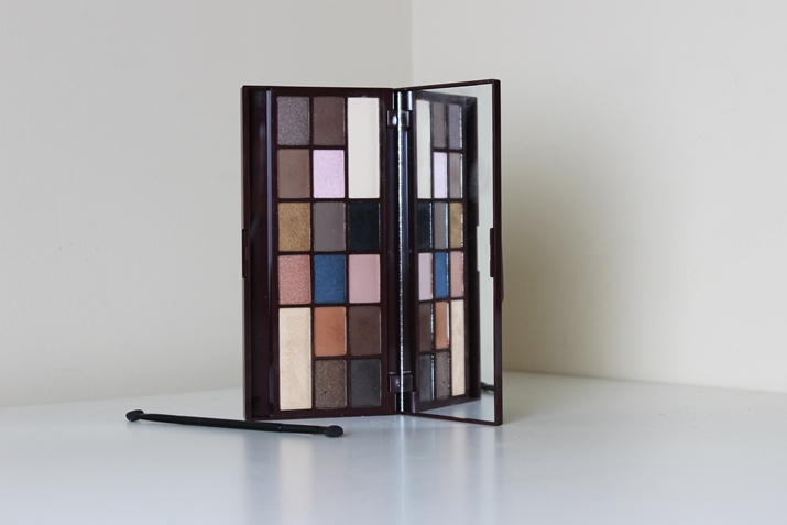 http://kosmetykomania.pl/product-pol-6598-MAKEUP-REVOLUTION-Salted-Caramel-Paleta-16-cieni.html