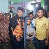 Istri Puang Atta Menjamu H. Andi Tajerimin dan H.Hafid Fasha Diacara Pengajian Dan Doa Bersama Ke 28 Tahun Meninggalnya Puang Atta