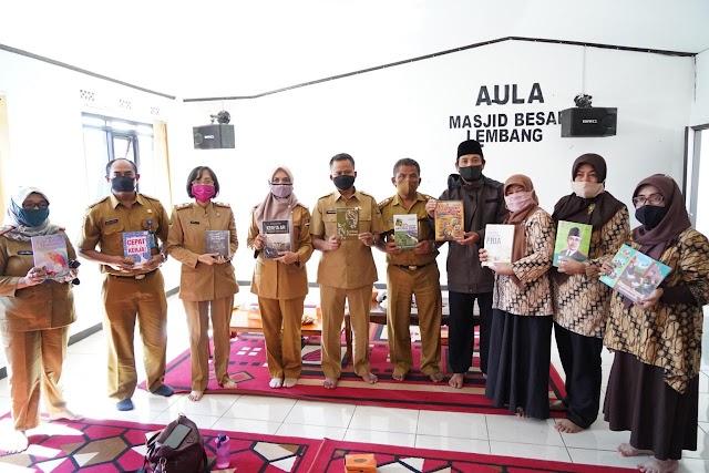 Peringatan Hari Pustakawan Indonesia ke 47, Dispusipda Jabar  Bagikan Donasi Buku