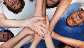 Pengertian dan Faktor yang Mempengaruhi Atraksi Interpersonal