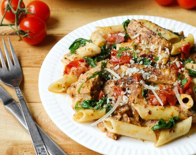 Chicken Bacon Pasta with Spinach and Tomatoes #dinner #recipe