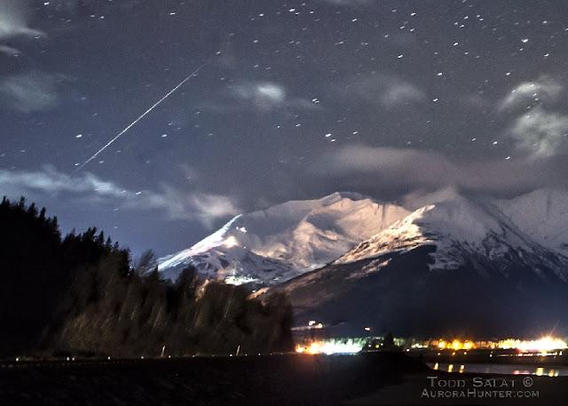 Meteoro da chuva Geminidas em Girdwood, Alaska - Todd Salat