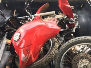 PM recupera motocicleta roubada e parcialmente desmontada