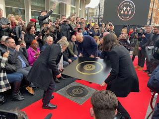 Roger Daltrey e Pete Townshend colocaram a placa em sua homenagem