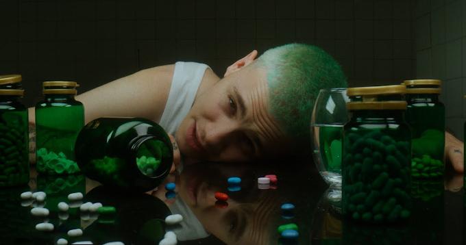 """Hugo Cobo estrena el videoclip de """"Me Das Amor?"""""""